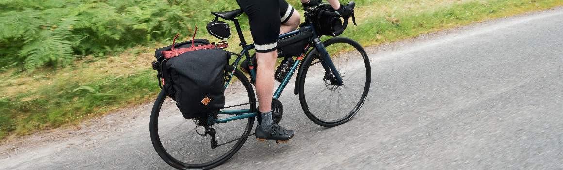 Sacoches arrière de voyages à vélo et de Bikepacking | JE SUIS À VÉLO